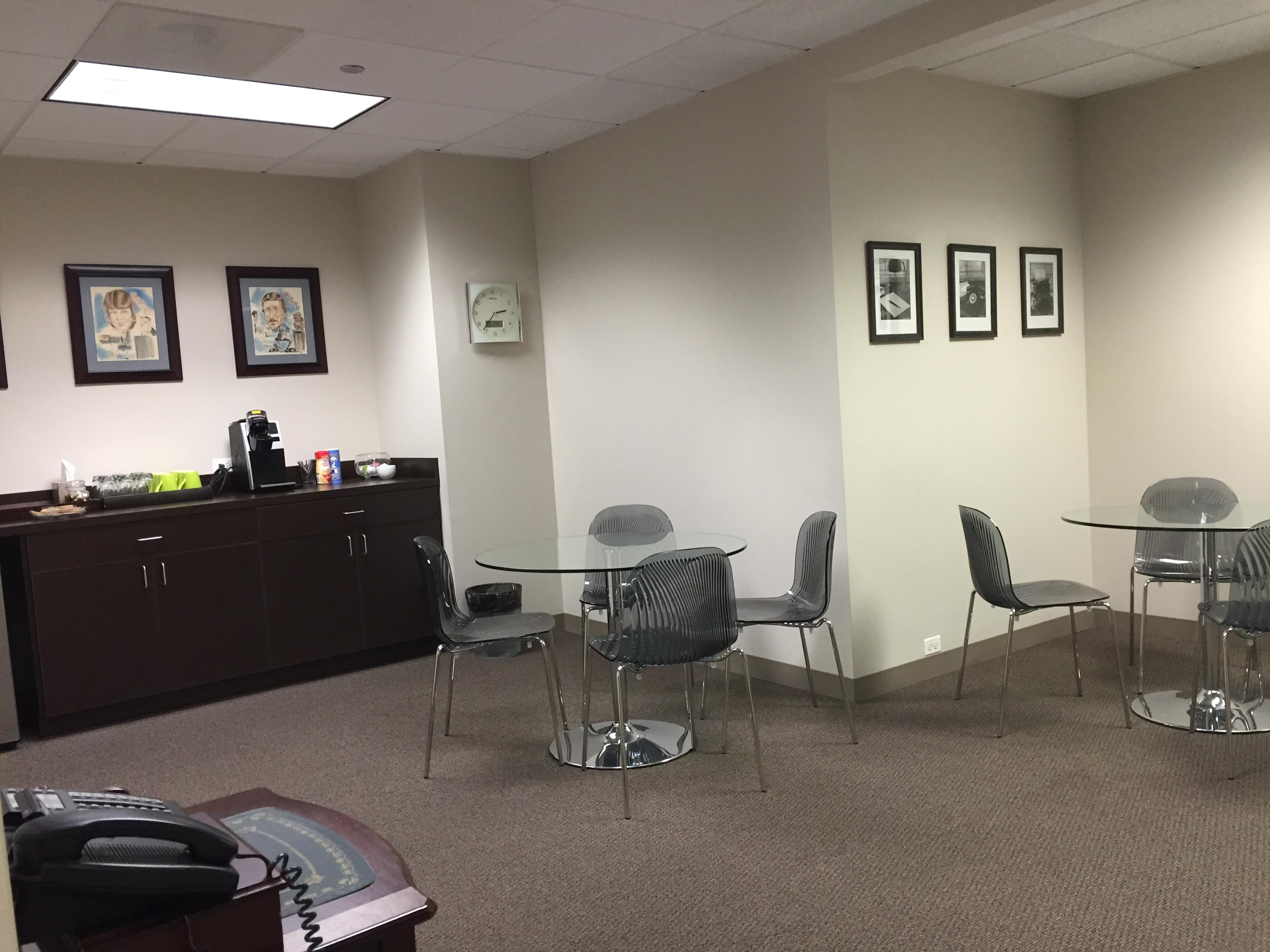 Waiting area provided by Urlaub Bowen & Associates available in our Chicago meeting venue.